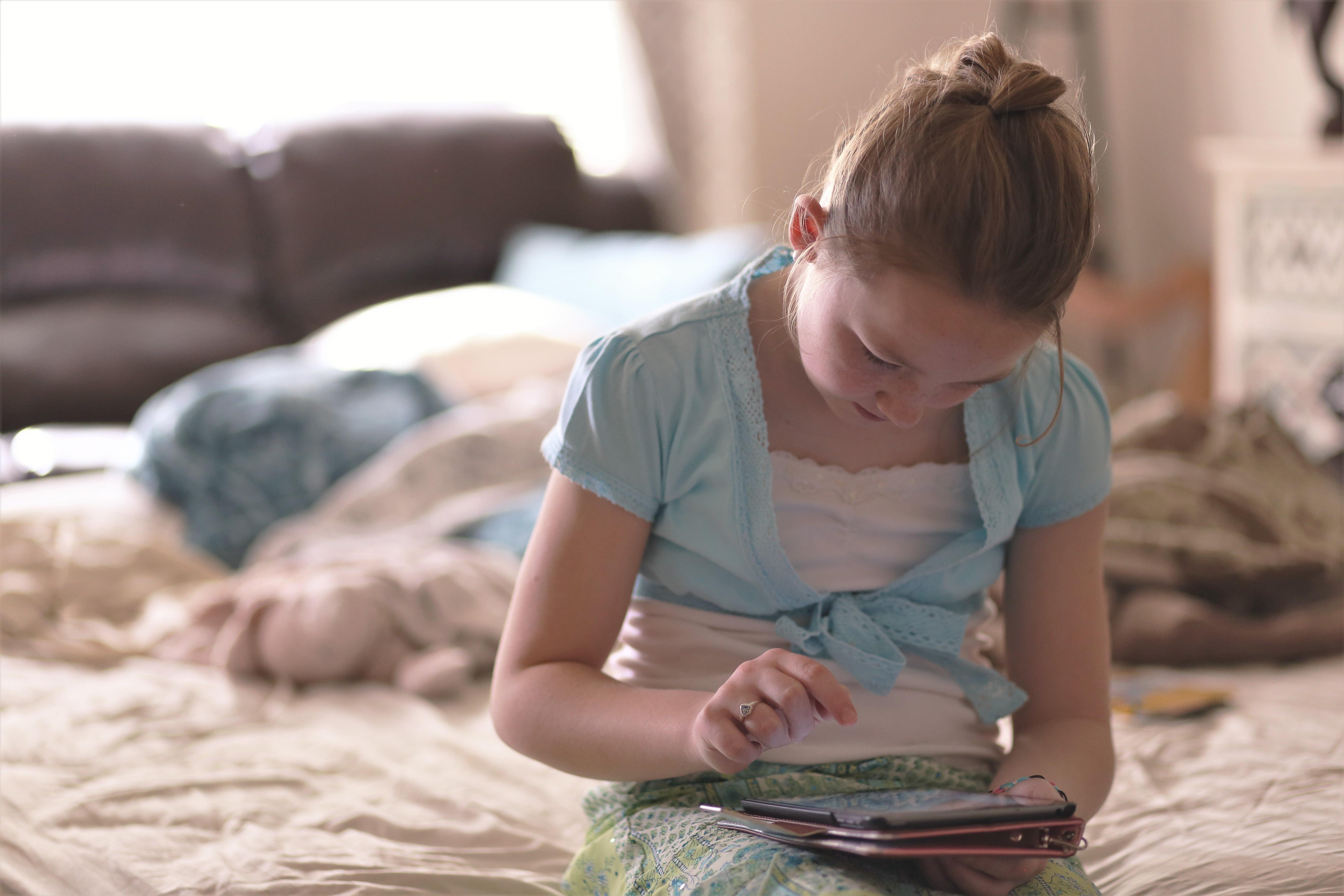 iPadやスマホがないと退屈する子どもたち