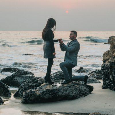 【ひざまずいてプロポーズ】イギリス紳士に聞くプロポーズ成功の秘訣