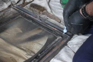 暖炉のガラスのロープを交換する。