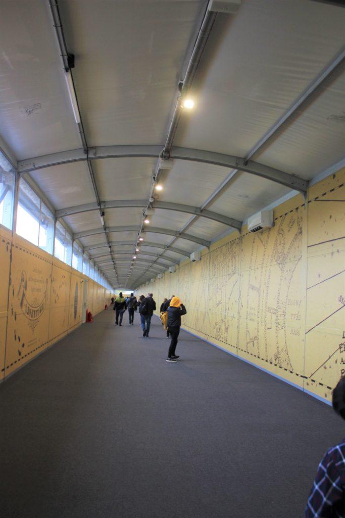 ハリーポッタースタジオの入り口トンネル