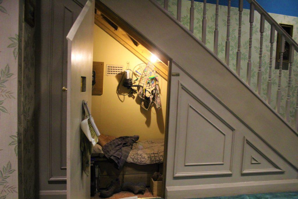 ハリーが住んでいた階段下のカップボード