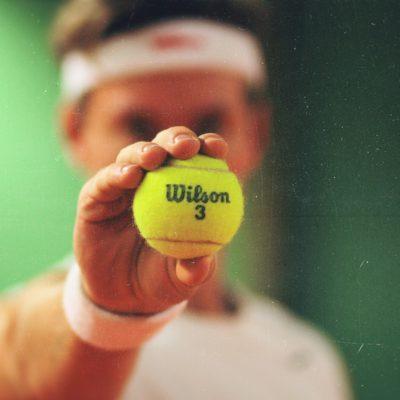 子供は何歳から硬式テニスを始められるのか?【イギリスの場合】