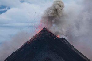 子どもの癇癪は火山のよう