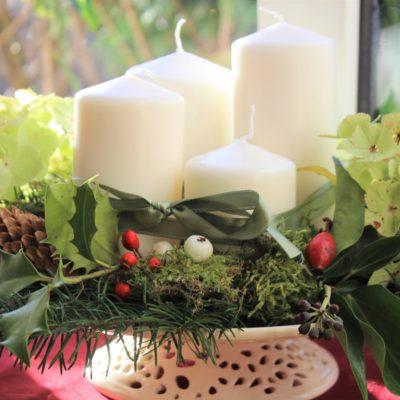 手づくりのアドベントキャンドルを灯してクリスマスを待ち望む