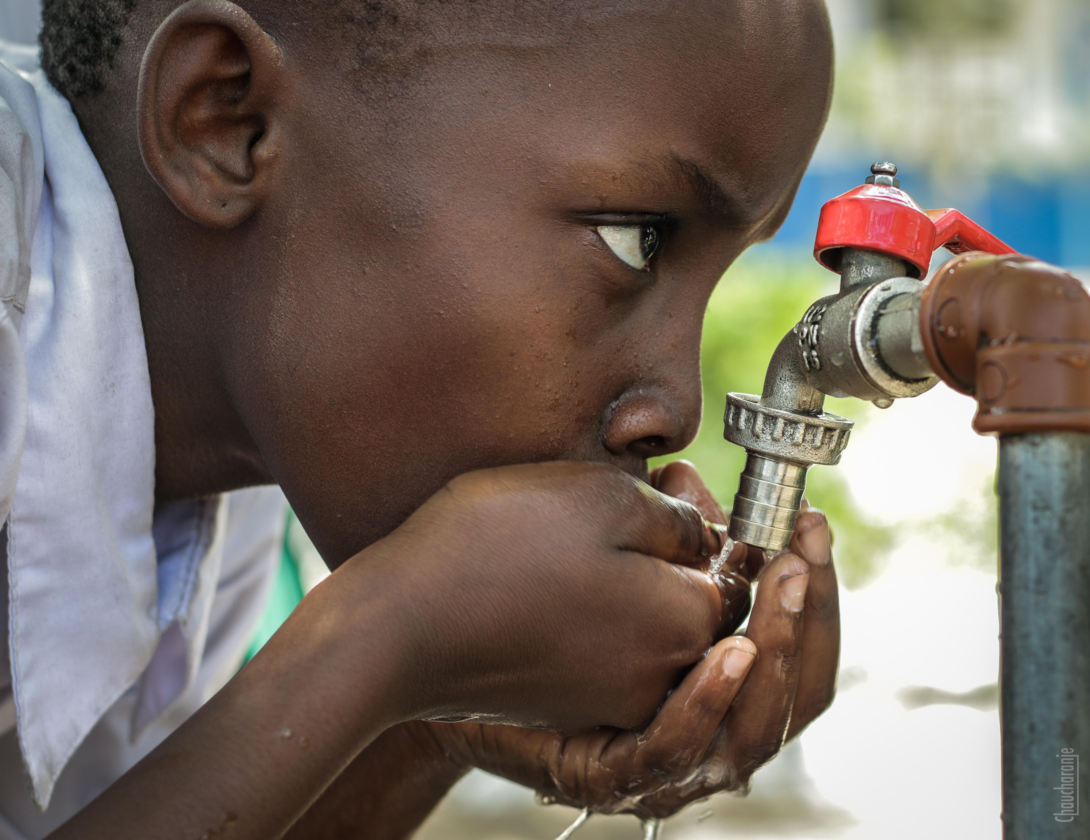 どうやって子どもに水を飲ませるか?