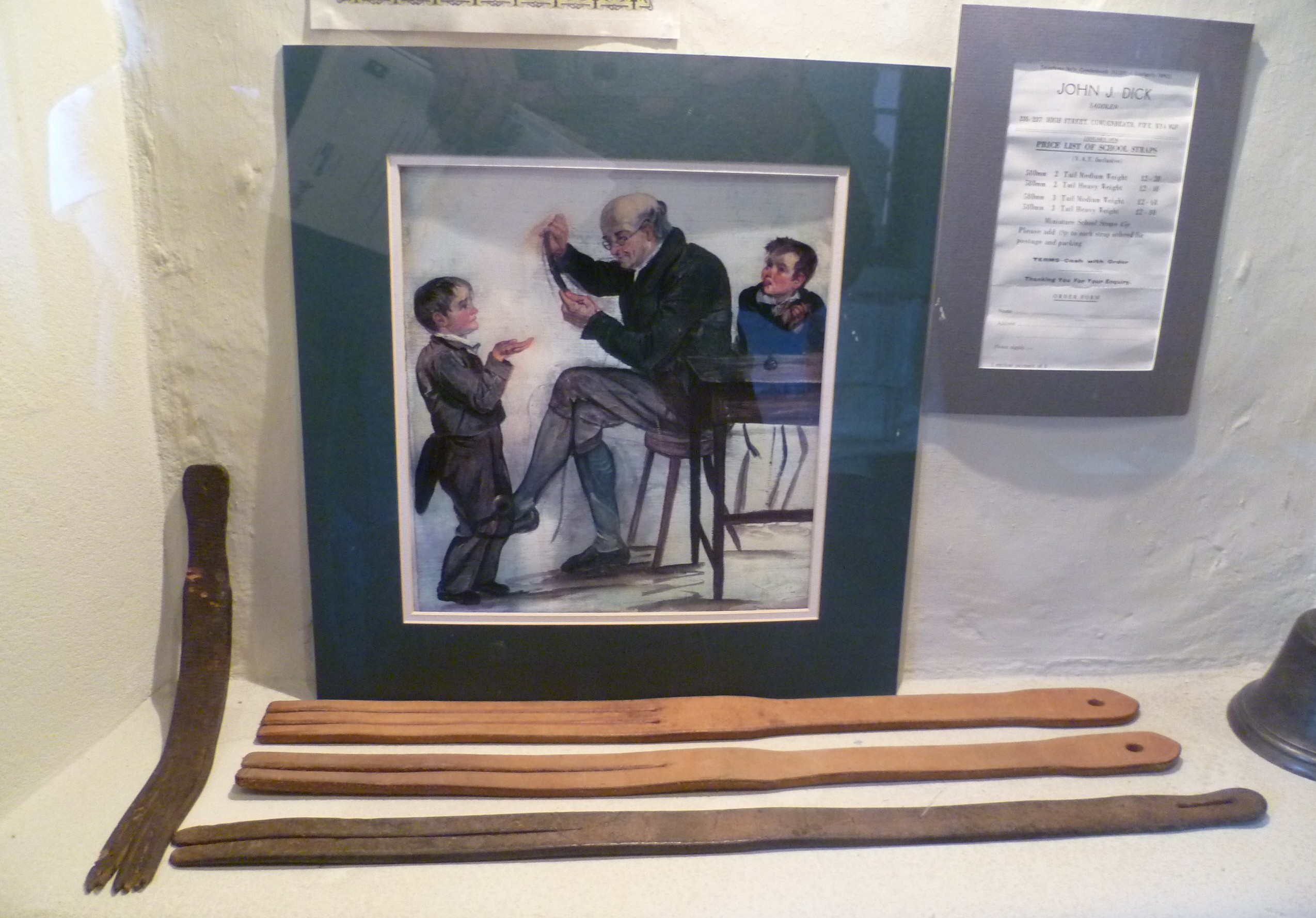 スコットランドン学校で使われてきた鞭