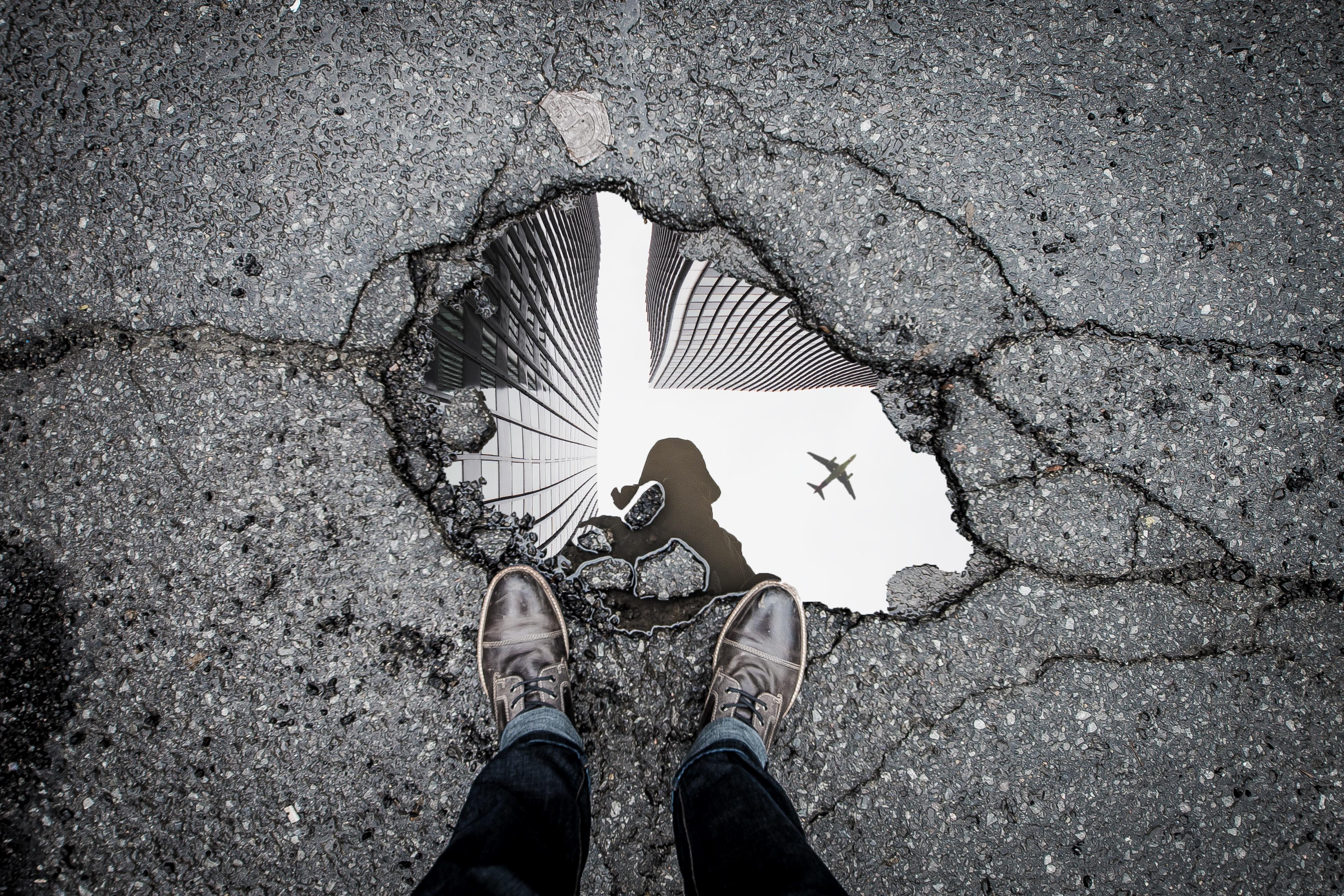 道路がボコボコの海外