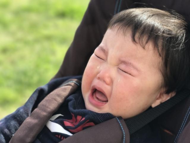 ベビーカーに乗ってなく赤ちゃん