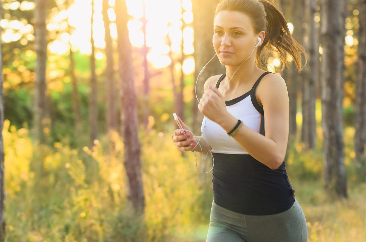 体力をつけるためにジョギングをする