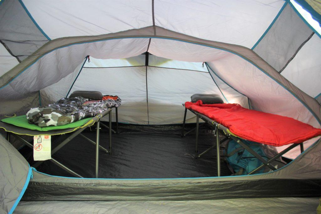 快適なキャンプベッド