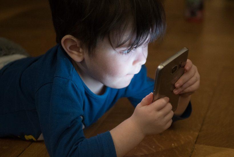 ビルゲイツとスティーブジョブズが子どもが14才になるまで携帯を与えなかった理由