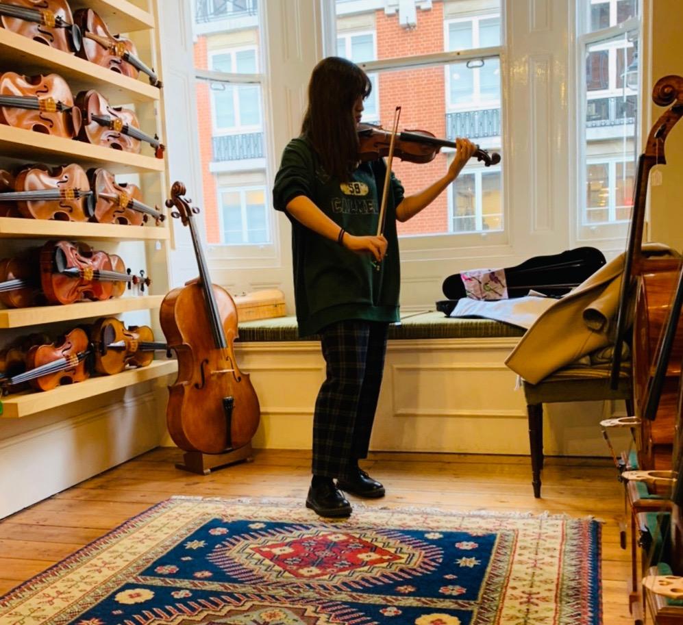 ヴァイオリンの試奏