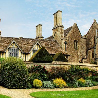 玄関ドアと窓から見るイギリス文化