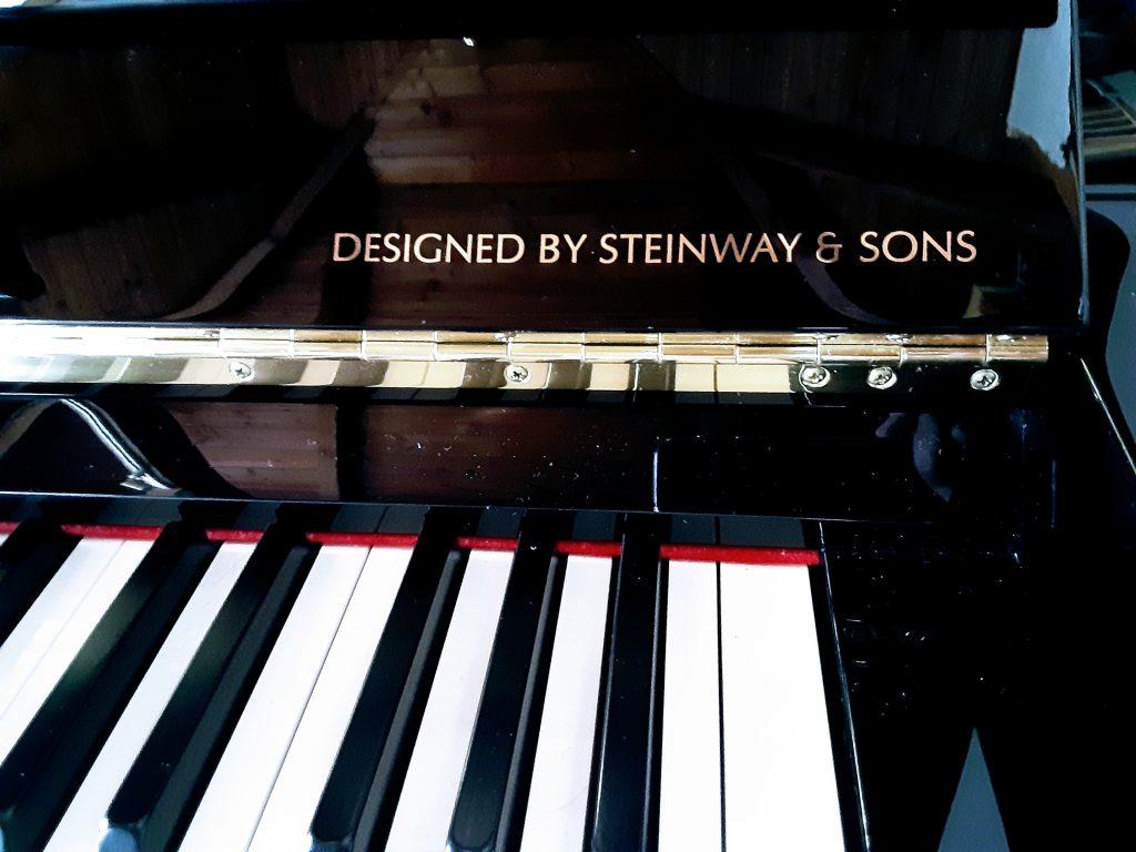 スタインウェイ設計のボストンピアノ